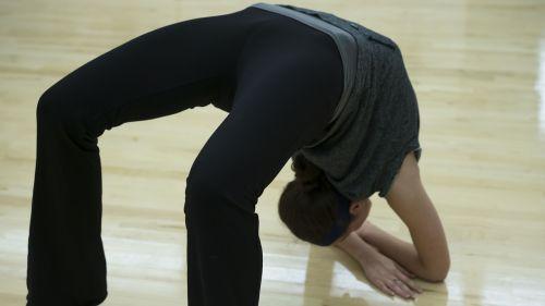 Moteris,lankstus,lankstumas,fitnesas,kaukazo