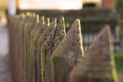 tvora,mediena,medžio tvora,battens,krūva,lentos tvora,paling,tvoros postas,ištemptas,kaimiškas,sodo tvora