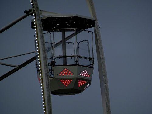 ferris, didelis, ratas, pod, ankštiniai, ratai, stebėdamas, milžinas, tekinimas, pasukti, posūkis, pasukti, sukasi, sukasi, parodų aikštelė, šviesus, mugės, karnavalas, karnavalai, Ferris wheel pod