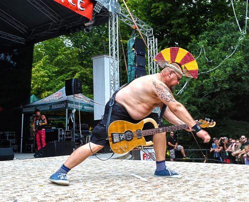 festivalis, koncertas, gitaristas, perukas, podiumas