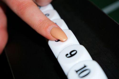 pirštas,sumokėti,vinis,suskaičiuoti,taškai,rezultatas,rodomasis pirštas,rezultatas,žaisti,skaitmenų,azartiniai lošimai