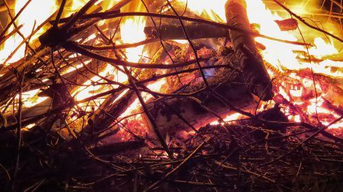 Ugnis, Liepsna, Velykų Ugnis, Mediena, Prekinis Ženklas, Medžio Ugnis, Deginti, Laužavietė, Gražus, Uždaryti, Ugnies Liepsnos Ugnis, Angelai