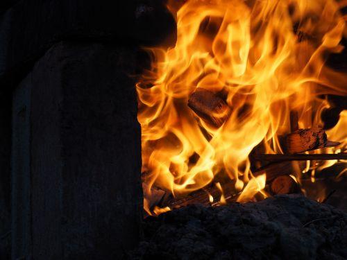 Ugnis,liepsna,mediena,karštas,deginimas,pelenai,plytų židinys