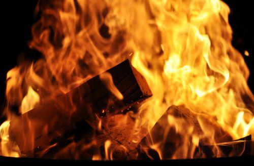 Ugnis, Mediena, Deginti, Liepsna, Blaze, Karštas, Medžio Ugnis, Atvira Ugnis, Fonas, Velykų Ugnis