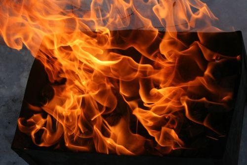Ugnis,liepsna,koster,nudegimai,deginimas,karščiavimas