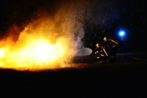 Ugnis,gaisrininkai,gaisrininkas,nudegimai,liepsnos