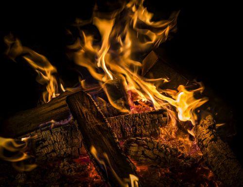 Ugnis,liepsna,deginti,karštas,šiluma,prekinis ženklas,angelai,Grilis,Velykų ugnis,Barbekiu,švytėjimas,šviesus,deginimas,geltona,karščio banga,gražus,laužavietė,židinys,mediena,medžio ugnis,heiss,blaze,tamsi,šaltas,žiema,malkos
