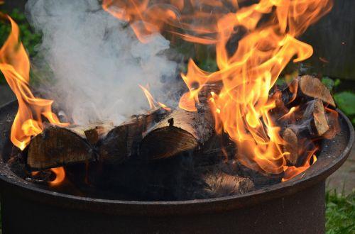 Ugnis,koster,deginti,malkos,nudegimai,karščiavimas
