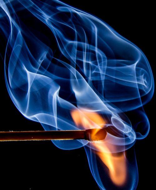 Ugnis,rungtynės,liepsna,siera,deginti,uždegimas,Uždaryti,degtukai,nudegimai,karštas,rungtynių galva,dūmai,mėlynas