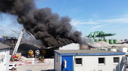 Ugnis,prekinis ženklas,gamykla,liepsna,ugnies gesinimas,deginti,židinys,dūmai,ugnis liepsna,ugnis ištrinti,Ištrinti,avarija