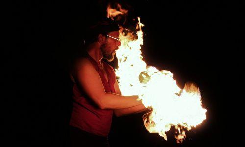 Ugnis,ugnies šou,vyras,menininkas,žongliruoti,balansas,siluetas,kūnas,liepsna,karštas,deginti,demonstracija