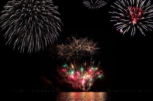 fejerverkai,naktis,šventė,šventė,nepriklausomumas,blykstė,vakaras,vasara,united,usa,šventė,ketvirtas,tamsi,sprogimas