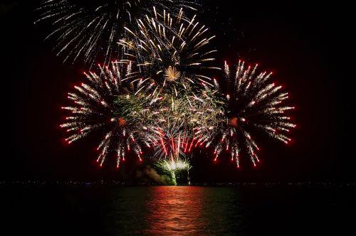 fejerverkai,naktis,šventė,šventė,nepriklausomumas,vakarėlis,vakaras,laimingas,vasara,united,usa,sprogimas,tamsi,ketvirtas,šventė