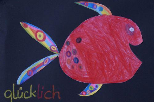 žuvis,spalvinga,linksmas,vaikų piešimas,vaikas,piešimas,juoktis,laimingas,spalvoti piestukai,mokykla,darželis,menų klasė,dizainas,gyvūnas,dažyti