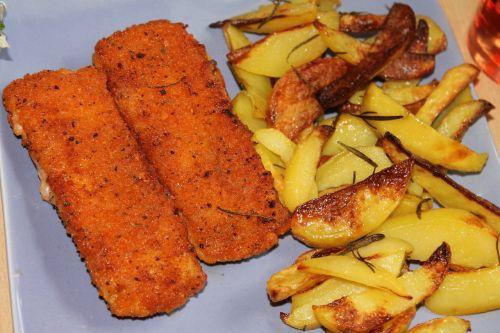 žuvies piršteliai,keptos bulvės,kepta žuvis,giliai kepta,šalies bulves,pleištai,bulvės,valgyti