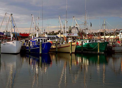 žvejybos laivai,uostas,jūra,atspindys,laivai,komercinis,gaudyti,jūrų,neto,industrija,žvejai,uostas,jūros gėrybės,marina,laivai,kranto,jūrinis,stiebas,traleriai