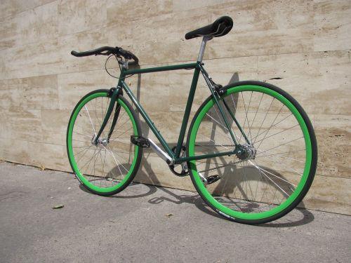 fixie,dviratis,dviratis,kelių dviratis,dviratis,stacionarus dviratis,vienkartinis dviratis,hipster,miesto,ciklą,dviračiu,plieninis rėmas,Peugeot rėmas,žalia bike,gabenimas,miestas,draugiškas aplinkai