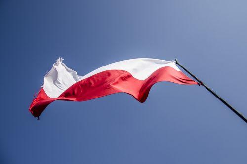 vėliava,Lenkija,patriotizmas,lenkų vėliava,Lenkijos vėliava,tėvynė,tauta,šventė,balta-raudona,lenkų kalba,raudona,Nepriklausomybės diena,Nacionalinė diena,ceremonija,nepriklausomumas,simbolis,stiebu,lenkas,Tautybė,nacionalinės spalvos,vėjas,dangus,gamta,reklama,powiewająca,audringas,Šalis,laisvė