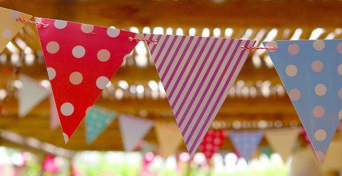 vėliavos,vimpelis,gimtadienio vakarėlis,vasara,out,karštas,švesti,spalvinga,šventė,vakarėlis,spalva,ornamentas,raudona,nuotaika,dekoruoti,girlianda,gražus,plazdėjimas,sommerfest,Sodo vakarėlis,trikampiai,prijungtas,laidas,pakabinti,windspiel,taškai,juostelės,daug,smūgis,vasaros vėjelis,Grilio vakarėlis,Vestuvės,apdaila