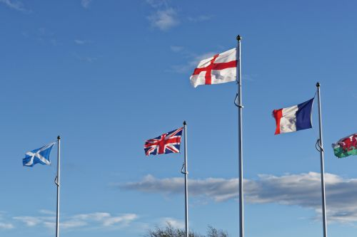 vėliavos, vėliavos lapeliai, vėjas, saulėtą dieną & nbsp, mėlynas & nbsp, dangus, mėlynas, Anglija, Škotija, Velso, france, jungtis & nbsp, lizdas, debesys, vėjai pučia vėliavos