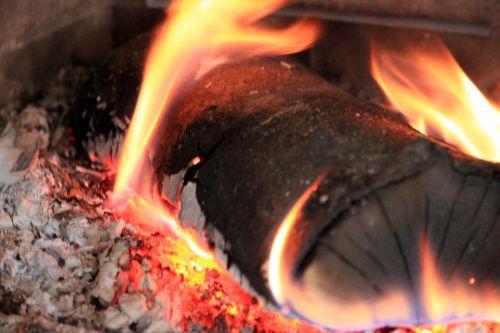 liepsna,Ugnis,mediena,židinys,deginti,heiss,medžio ugnis,šiluma,geltona,ugnies liepsnos ugnis,prekinis ženklas
