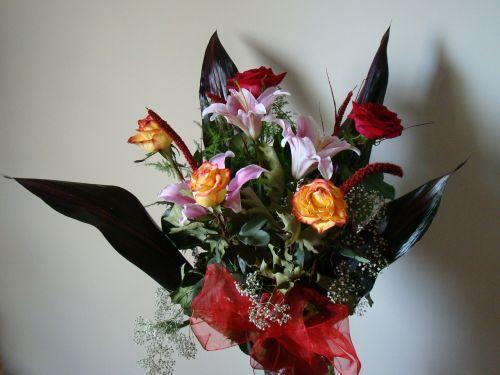 gėlės,ikebana,subtilus,rožės,puokštė,gėlių puokštė,jos gėlės,kompozicija,augalas,rožė,supjaustytos gėlės,gėlių puokštė,apdaila,jubiliejinė puokštė,rožių puokštė