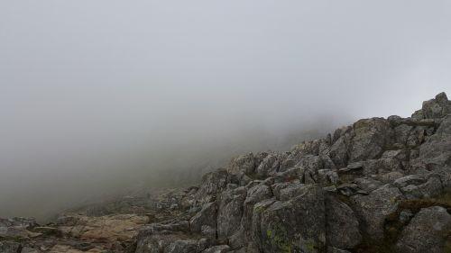 rūkas,akmenys,baugus,kalnas