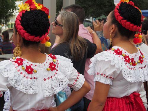 liaudies šokiai,Meksika,liaudies,kultūra,šokis,tradicinis,muzika,lotynų,meksikietis,etninis,ispaniškas,kostiumas,Moteris,asmuo,mergaitė,spalvinga,šventė,daugiakultūrė,žmonės