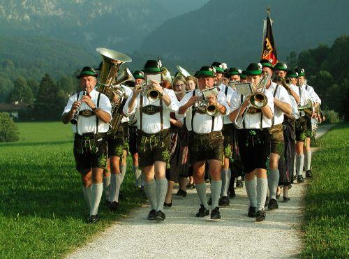 liaudies muzika,muitinės,žmonių grupė,kostiumas,bavarija,tradicija,Odinės kelnės,pagal užsakymą,gildijos grupė,Vokietija,muzika,kalnai,Alpių,berchtesgaden