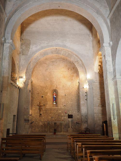 Fontaine-de-Vaucluse,bažnyčia,Notre-Dame-de-fontano-de-Vaucluse,kaimo bažnyčia,interjero,kupolas,tikėjimas,malda,krikščionybė,romaniškoji bažnyčia,Romano rhaeto,mūsų ponia saint-veran