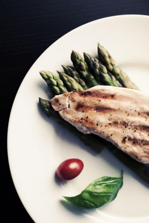 maistas,vištiena,šparagai,maistas,mėsa,vakarienė,restoranas,plokštė,maisto lėkštė,sveikas,patiekalas,sveikas maistas,Sveikas maistas,vakarienės lėkštė