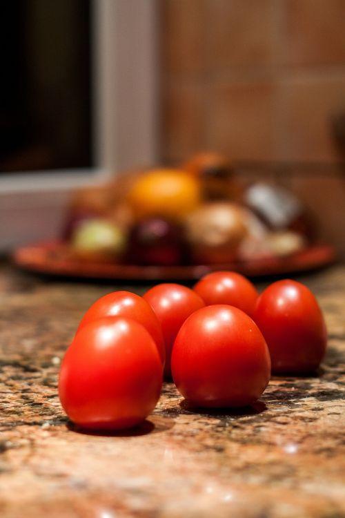 maistas,raudona,šviežias,sveikas,natūralus maistas,Sveikas maistas,ekologiškas,natūralus,vegetariškas,šviežias maistas,organinis maistas,Žemdirbystė,ingredientas,vaisiai ir daržovės,pomidoras,žalias maistas,šviežumas,šviežias vaisius,prinokę