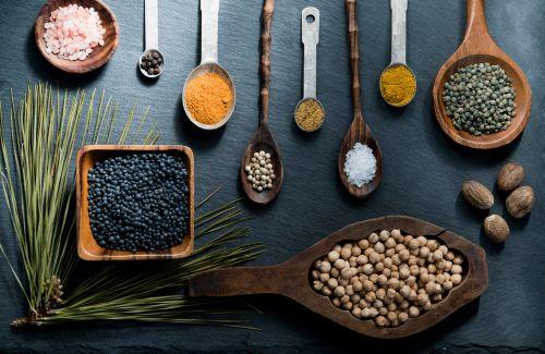 maistas, virtuvė, prieskoniai, šaukštas, medinis, fonas, šaukštai, pipirai, žolė, ingridientai, lęšiai, milteliai, druska, sėklos, karis, virimo, mediena, maistas, virtuvė, prieskoniai, šaukštas, mediena
