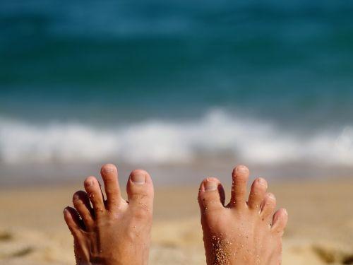 pėdos,kūnas,pėdos,oda,asmuo,lauke,pirštas,jūra,papludimys,smėlis,vinis,banga,mėlynas,vasara
