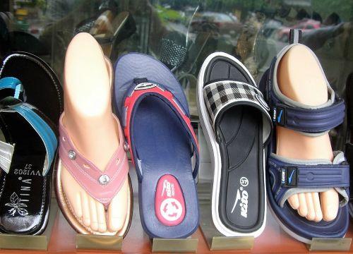 pėdos,sandalas,šlepetė,langas,batai,vasara,sandalai