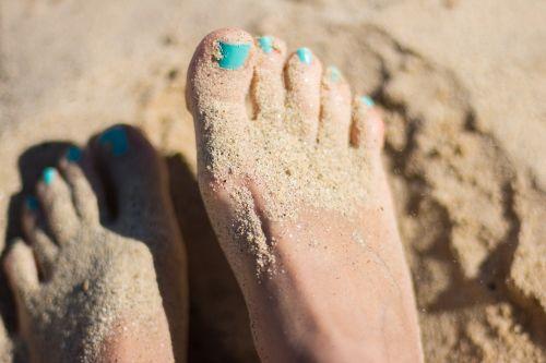 pėdos,smėlis,papludimys,saulėtas,vasara