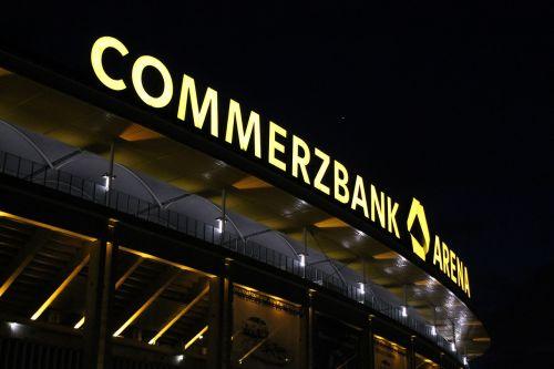 Futbolas,  Stadionas,  Frankfurtas,  Miško Stadionas,  Futbolo Stadionas,  Commerzbank Arena,  Sportas,  Žiūrovai,  Futbolo Rungtynės,  Minios,  Geltona,  Bankas,  Rėmėjas,  Wm 2006,  Eintracht,  Namų Žaidimas,  Tuščias Žaidimas,  Naktis,  Prožektorių Žaidimas,  Potvynio Šviesa,  Gerbėjai
