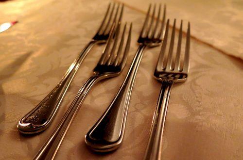 šakutės,stalo įrankiai,virtuvės stalo įrankiai,sidabras,gedeckter stalas,stalas,valgyti,taurieji metalai,Iš arti,sidabro dirbiniai,stalo danga,stalo įrankiai