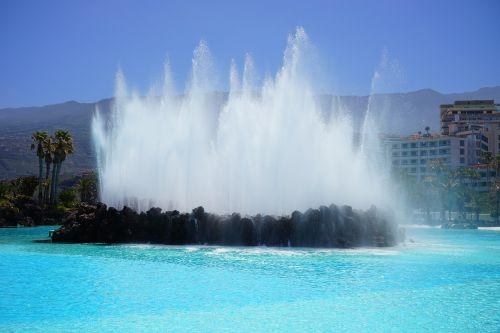 fontanas,vandens funkcija,fontanai,vanduo,plaukiojimo baseinas,baseinas,plaukti,mėlynas,atnaujinti,lauko baseinas,linksma maudytis,aišku,Saunus,šlapias,jūros vandens baseinas,lago martiánez,Puerto de la Cruz,Tenerifė,Kanarų salos,plaukiojimo baseinas