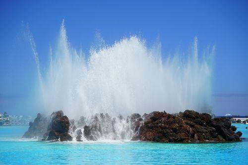 fontanas,švirkšti,fontanai,vandens funkcija,vanduo,plaukiojimo baseinas,baseinas,plaukti,mėlynas,atnaujinti,lauko baseinas,linksma maudytis,aišku,Saunus,šlapias,jūros vandens baseinas,lago martiánez,Puerto de la Cruz,Tenerifė,Kanarų salos,plaukiojimo baseinas