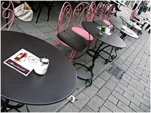 prancūzų kavinė,restoranas,gatvės kavinė,valgomasis,stalas,kėdės,bistro,kavinė,kavinė gurmanų,france,Prancūzų kalba,miestas,rožinis,sėdimosios vietos,kėdė,valgykla