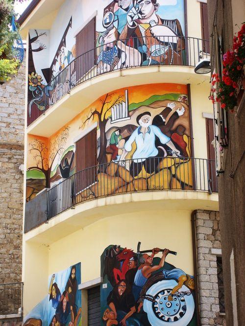 freska,miesto,gatvės menas,meno,siena,namas,grafiti,spalvos,dažymas,fasadas,miestas,sardinija,orgo solo,balkonas,namo fasadas,pastato fasadas,fasadai,pastatas