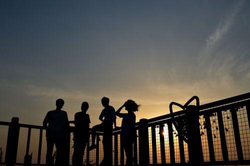 draugai,Draugystė,ruduo,švytėjimas,saulėlydis