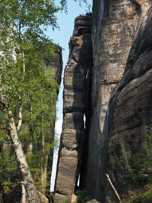 frienstein globėjas,frienstein,elbe smiltainis,žygis,smiltainio uolienos,kraštovaizdis,akmens formavimas,žygiai,Rokas,Elbe smiltainio kalnai,smiltainio kalnas,laipiojimas uolomis