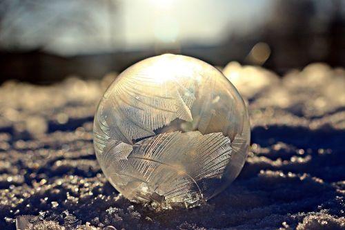 matinis muilo burbulas,eiskristalio,šalnos lizdas,muilo burbulas,šaltas,žiema,burbulas,šaltis,sušaldyta,užšalęs burbulas,rutulys,užšaldyti,ledas