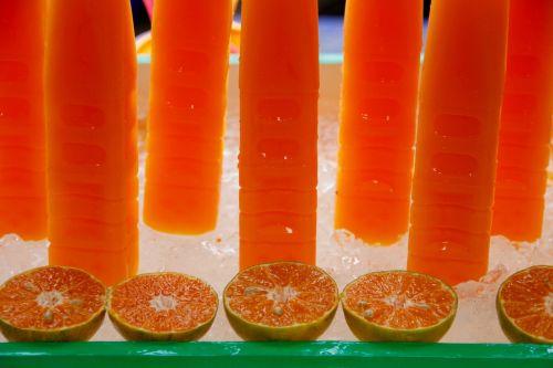 vaisių sultys,gerti,sultys,troškulys,stiklas,vasara,atsipalaidavimas,vitaminai,ledo kubeliai,troškulio gesintuvas,šiluma,raudona,kokteilis,vynuogių sultys,apelsinų sultys