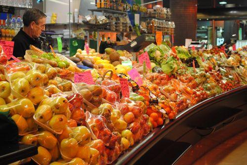 vaisių pardavėjas,prekystalis,stalas,turgus,pardavėjas,vaisiai,šviežias,maistas,natūralus,pardavėjas,ekologiškas,stovėti,rodyti,mityba