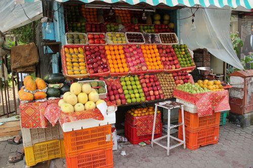 vaisių parduotuvė,vaisių pardavėjas,gatvė,Indija,pardavėjas,vaisiai,parduoti,pardavėjas,stalas
