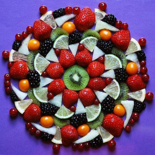 vaisiai,vaisiai,obuolys,Citrusiniai vaisiai,vitaminai,egzotiškas,saldus,skanus,atogrąžų vaisiai,maistas,sumaišyti vaisiai,braškės,kivi,gervuogės,serbentai,citrinos,desertas,sveikas,spalvinga,mityba,kalkės,fizalis,egzotiniai vaisiai,vasara,valgyti,vaisių salotos
