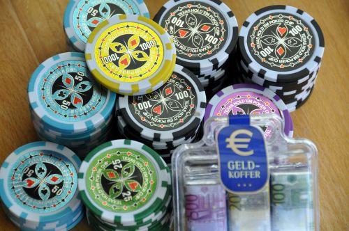 azartiniai lošimai,lustai,pinigai,pokeris,kazino,žaidimų kazino,pramogos,pelnas,pramogos
